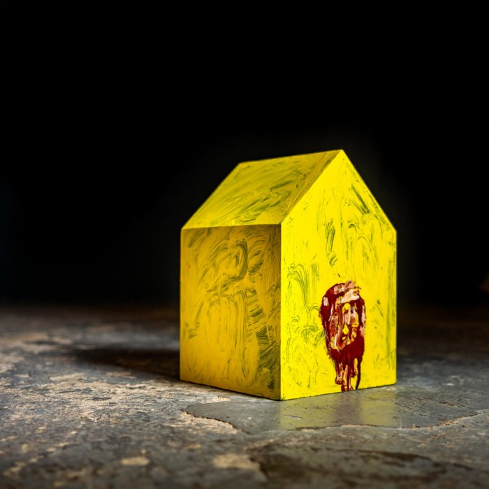 36_Phill_Hopkins_Yellow_House_with_Lion_2018